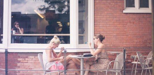 kobiety rozmawiają